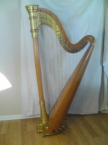 Style 14 harp with bench